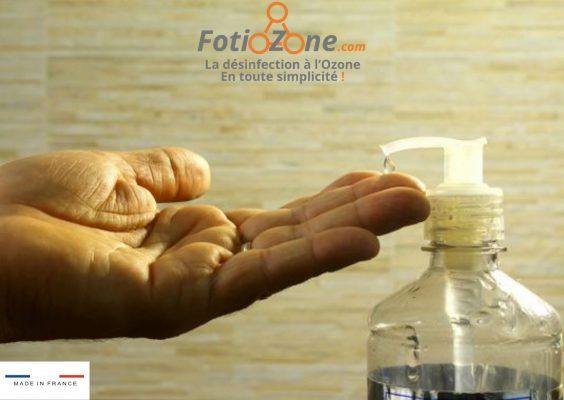Se nettoyer les mains au gel hydroalcoolique